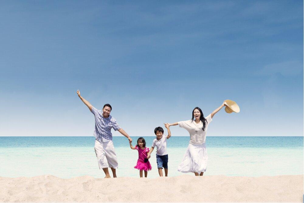 Chụp ảnh gia đình ở bãi biển