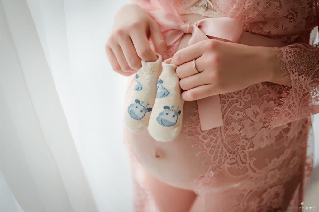 Cách tạo dáng đơn giản, đáng yêu mẹ bầu có thể tham khảo